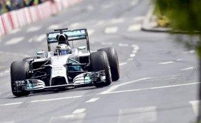 Budapesten autózott Valtteri Bottas és Daniel Ricciardo