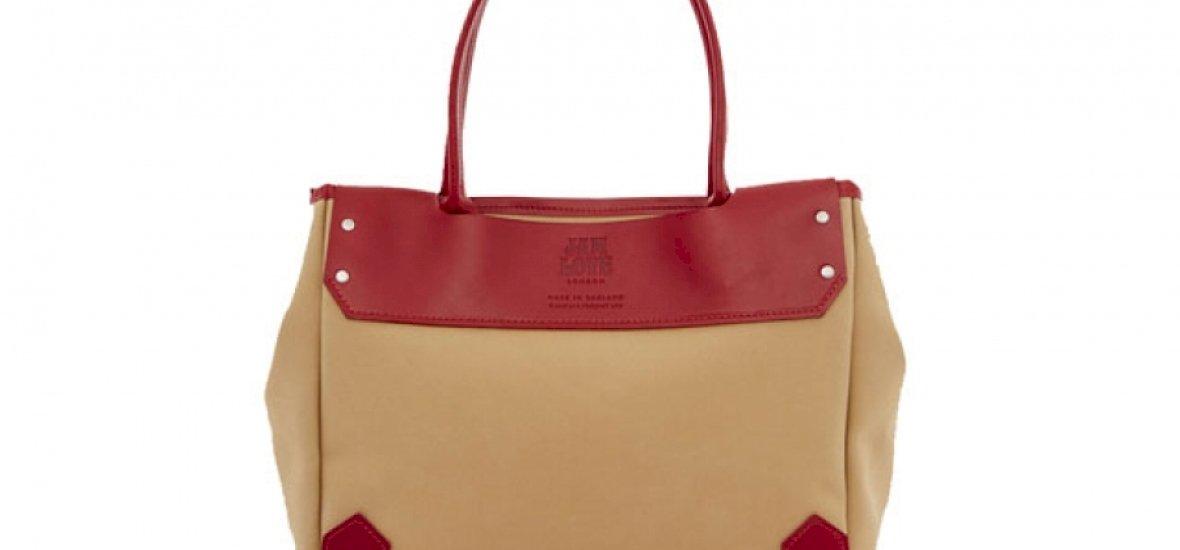 Mi van egy négymilliós női táskában?