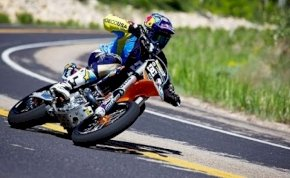 Egy motoros halálugrás, amit megnézni is veszélyes