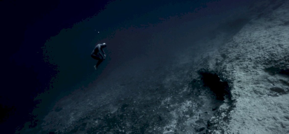 Elképesztő és egyben félelmetes víz alatti videó