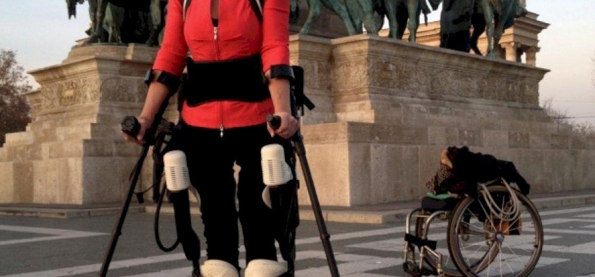 21 év után visszakapta lábait a kerekeszékes nő