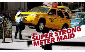 Szupererős közteres csaj sokkolta a járókelőket New Yorkban