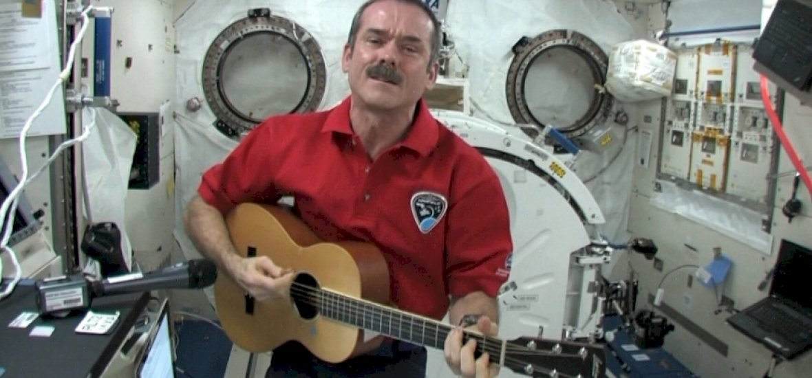 Zene az űrben: Chris Hadfield