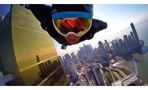 Elképesztő Wingsuit-os városnézés