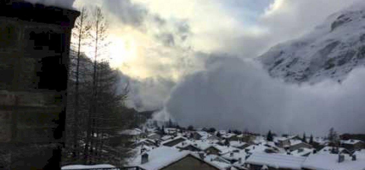 Így temet be a lavina egy falut