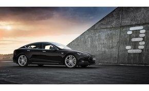 Itt van az új Tesla