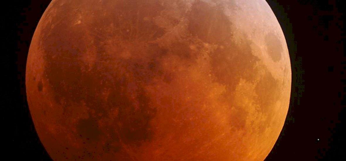 Jön az évszázad holdfogyatkozása