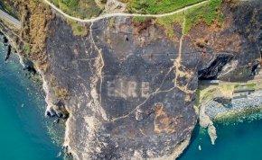 Gigantikus világháborús jelek bukkantak elő a bozóttüzek nyomán