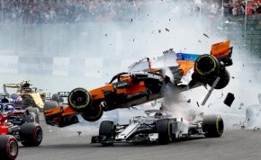 Rajtbaleset: Alonso hatalmasat bukott a 2018-as Belga Nagydíjon