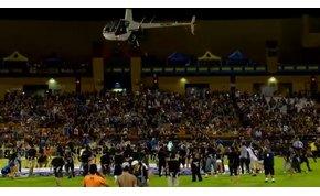Direkt marketing: helikopterből szórták a pénzt egy focimeccs szünetében