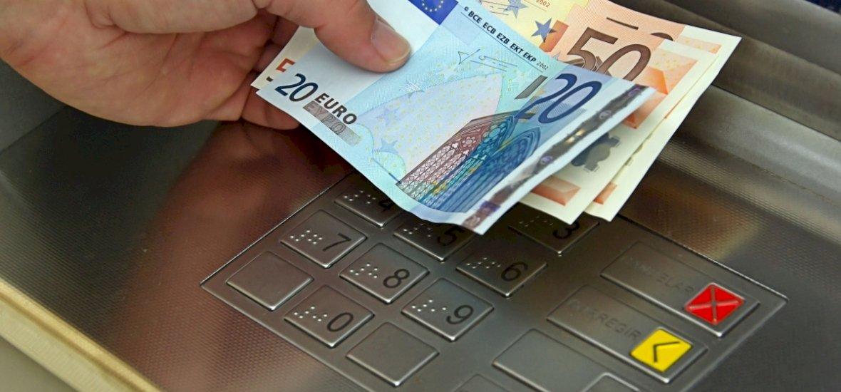 Ha nem akarunk bosszankodni, akkor külföldön hanyagoljuk a készpénzfelvételt!