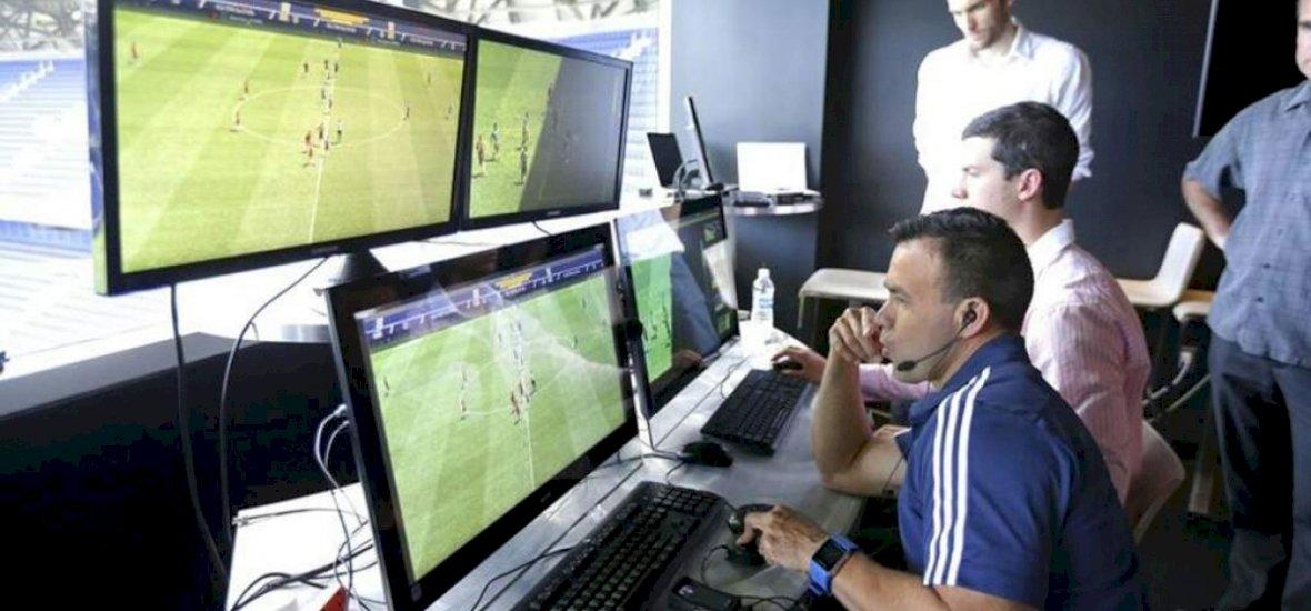 Fontos lépésről döntött az UEFA a videobíróval kapcsolatban
