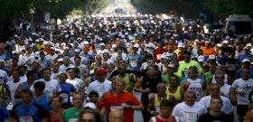 A hős orvos, aki előbb újraélesztett egy férfit, majd befejezte a budapesti maratont