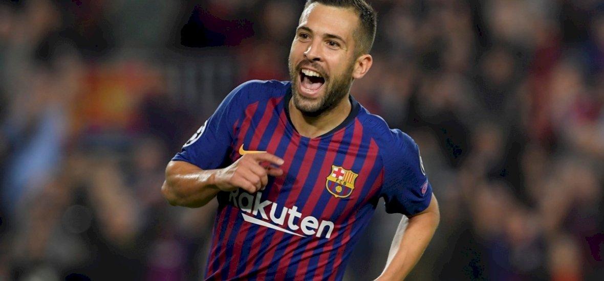 Messi felkötött karral szurkolta ki a Barca győzelmét
