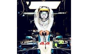 Hamilton ölébe pottyant a győzelem, a Mercedes pedig világbajnok lett