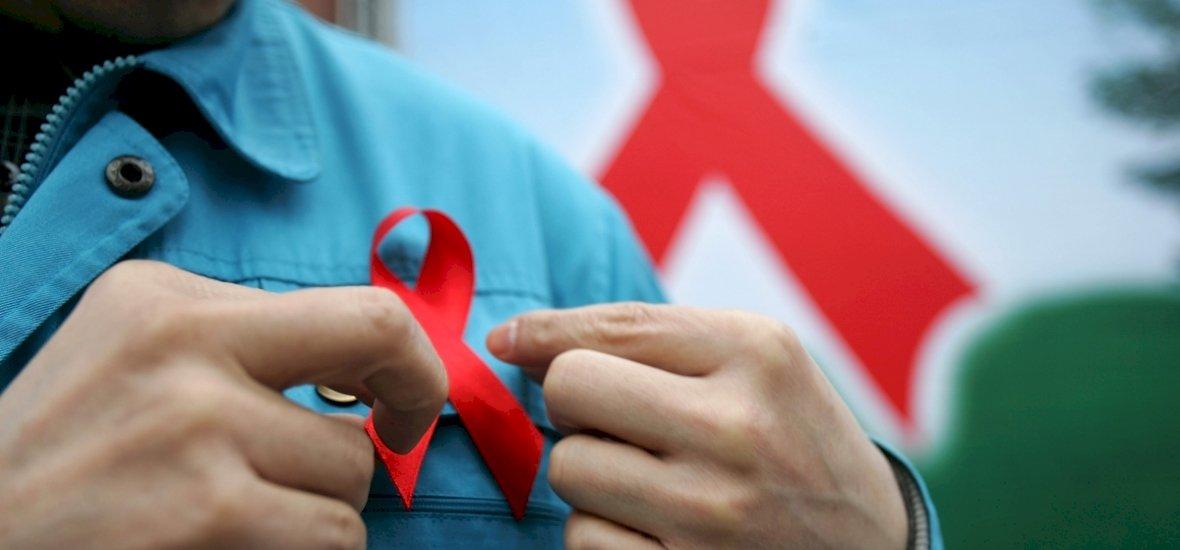 Az AIDS világnapja: több szűrővizsgálatra lenne szükség