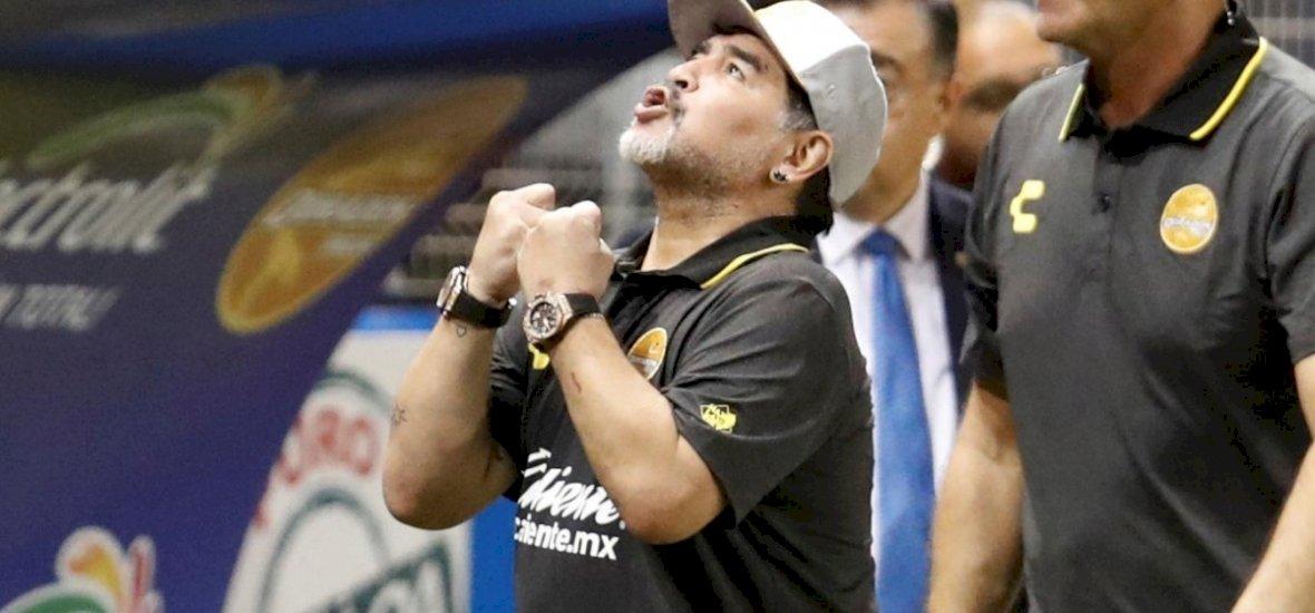 Diego Maradona megmutatta, hogy milyen kemény az ökle