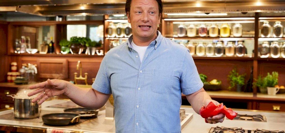 Jamie Oliver legújabb könyvében összeszedte a világsztárok kedvenc receptjeit