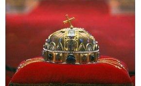 Debrecenbe érkezett a Szent Korona hiteles másolata