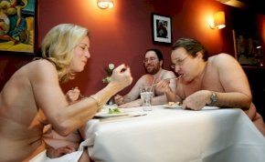Bezár a nemrég nyitott nudista étterem Párizsban