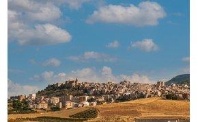 300 forintba kerül egy ház a Földközi-tenger közelében