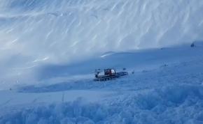 Úgy kapta fel a lavina a többtonnás monstrumot, mintha papírhajó lenne