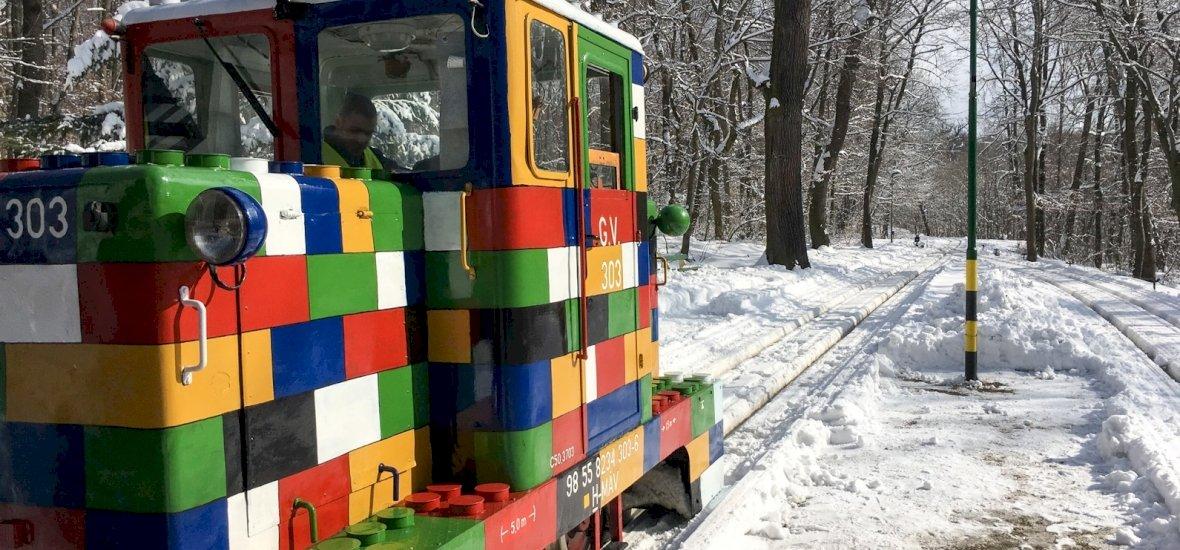 A Lego-külsejű sztárját is kiállítja a Gyermekvasút