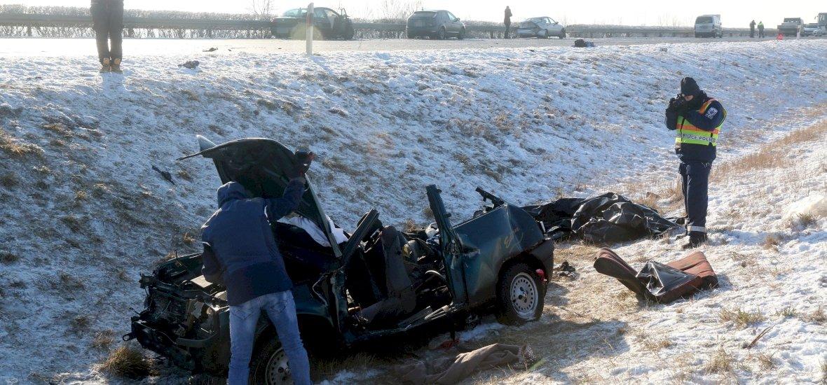 Egy rendőr lett az M3-ason történt tragédia pozitív hőse