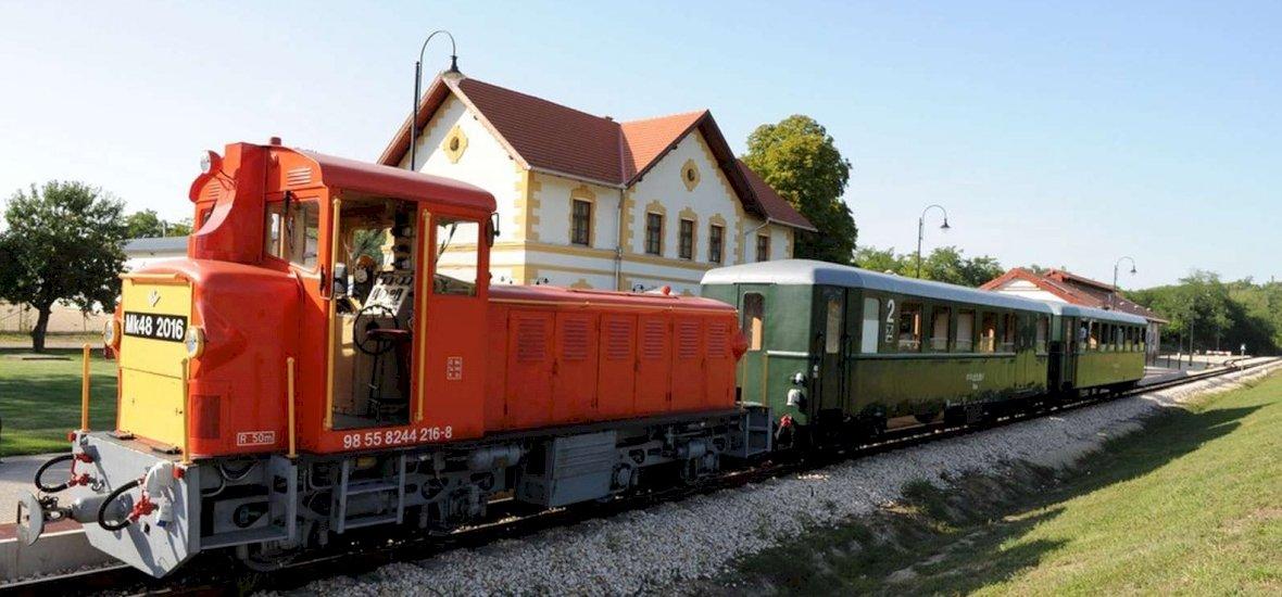 Tíz év után újra gyógyfürdőhöz lehet kisvonatozni a Balatonról