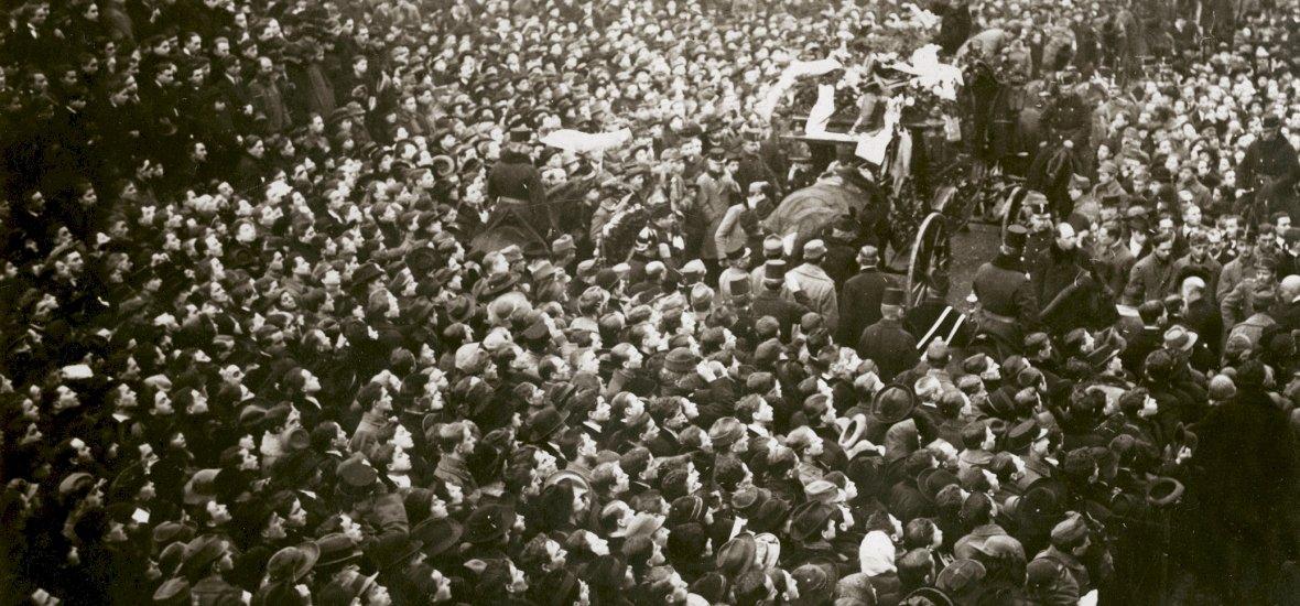 Eddig nem látott felvételek kerültek elő Ady Endre temetéséről