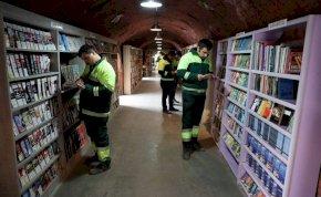 """Könyvtárat nyitottak a """"hulladék"""" könyvekből a kukások"""