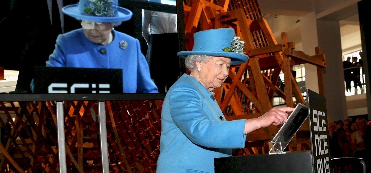 Erzsébet királynő megmutatta, hogy ő is tud posztolni Instán