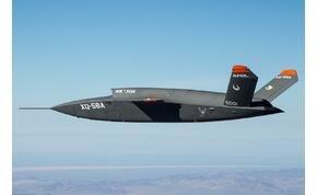 Olcsó és pilóta sem kell hozzá: új harcigép szállt fel Arizonában