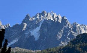 Hatszáz métert zuhantak a Mont Blanc-on, de túlélték