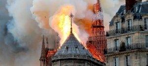 Lángok: óriási kár keletkezett a kigyulladt Notre Dame-ban