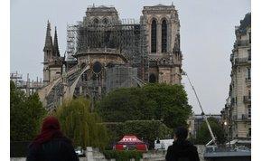 Salma Hayek férje 100 millió eurót ajánl fel a Notre Dame-ra