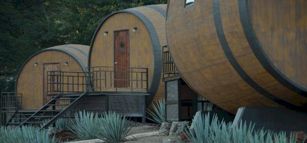 Nagy sikere van a tequila illatú hordóhoteleknek