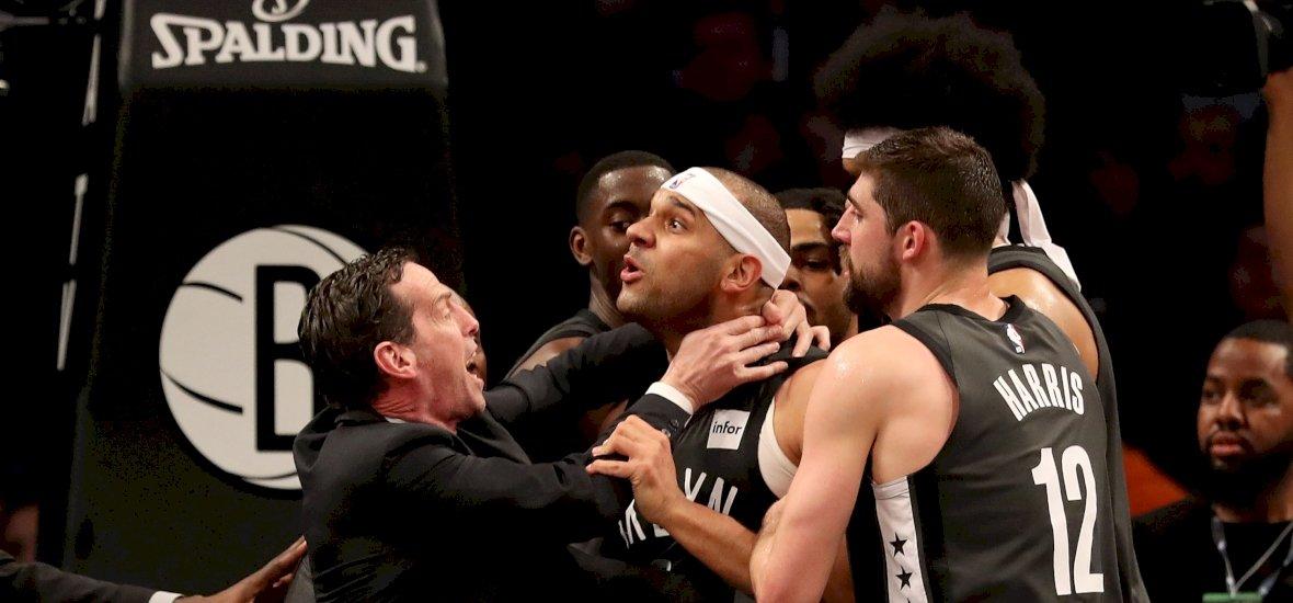 A szurkolók közt verekedtek az NBA sztárjai