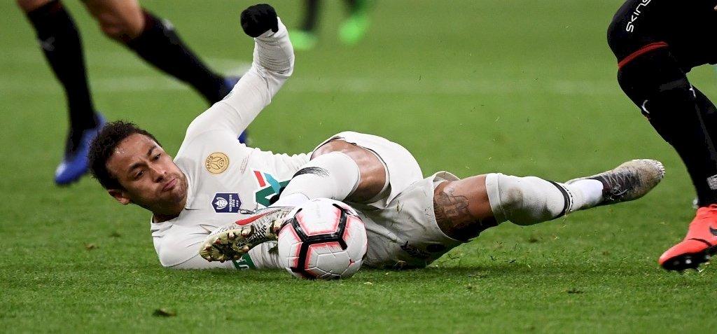 Neymarnak elgurult a gyógyszere, megütött egy szurkolót