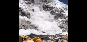 Az Everest alaptábora ezúttal megúszott egy gigalavinát – videó!
