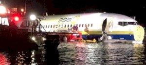 Hogyan kötött ki a folyóban ez az utasszállító repülő?