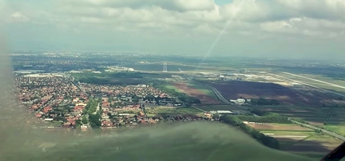 Így néz ki a landolás egy pilóta szemszögéből Ferihegyen