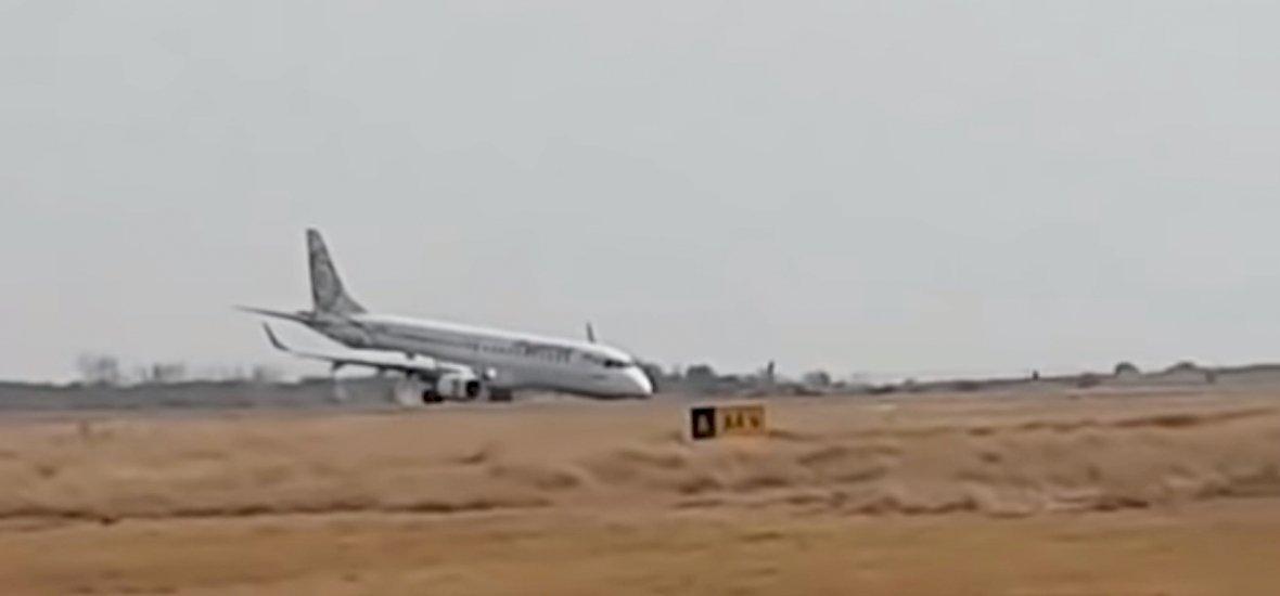 Elképesztő bravúrral mentette meg az utasokat a pilóta - videó