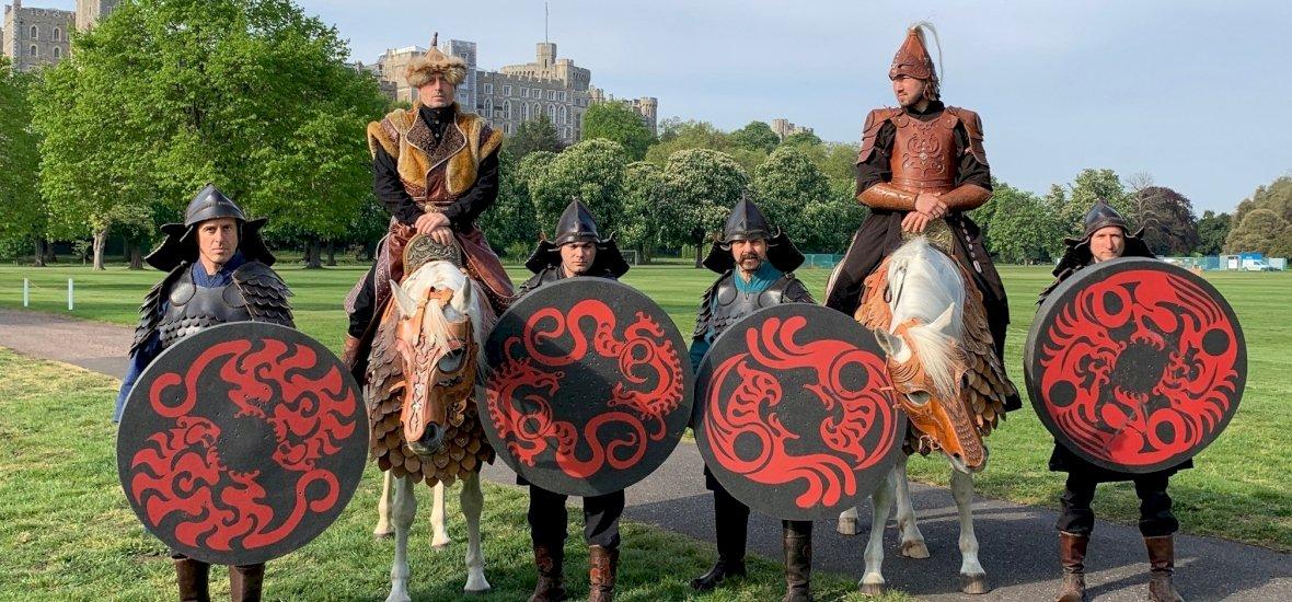 Magyar lovasíjász tartott bemutatót az angol királyi családnak