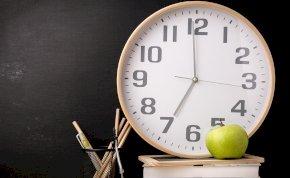 Leszerelik az iskolában az analóg órákat, mert nem értik a diákok