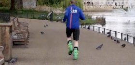 Megdöntötték a maratonifutás síbakancsban Guinness-rekordját – videó
