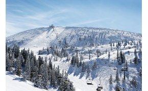 Egyméteres hó esett: ingyen kinyit egy közeli sípálya! – videó