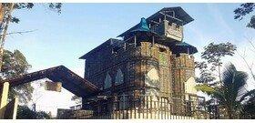 A műanyagból épített faluban vár és börtön is van