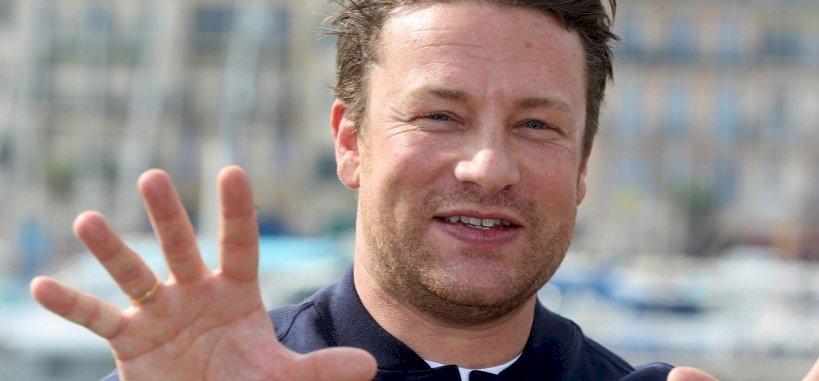 Jamie Oliver csődöt jelentett, 1300 ember vesztette el állását