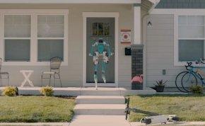 A Ford robotja emberként lépeget, és behordja a bevásárolt cuccokat